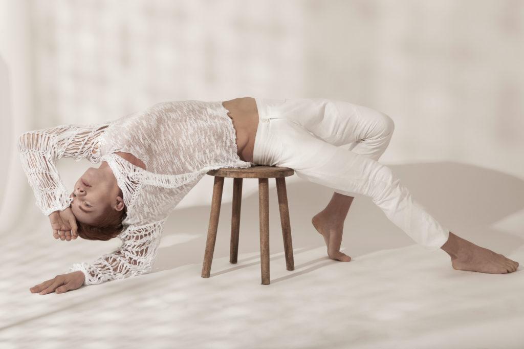 LaDanse_AYNURPEKTAS_Pullover_Strick_weiss_Hose_Fashion_web_3