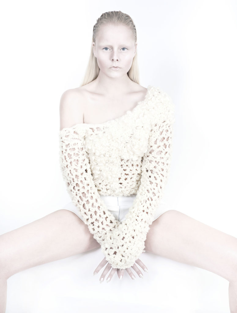 Cocoon_AYNURPEKTAS_Strickpullover_Short_weiss_transparent_web_7