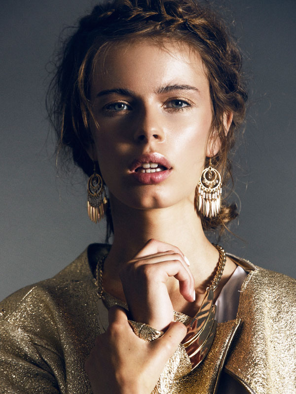 Marina_AYNURPEKTAS_Beauty_Goldjacke_Leder_web_10